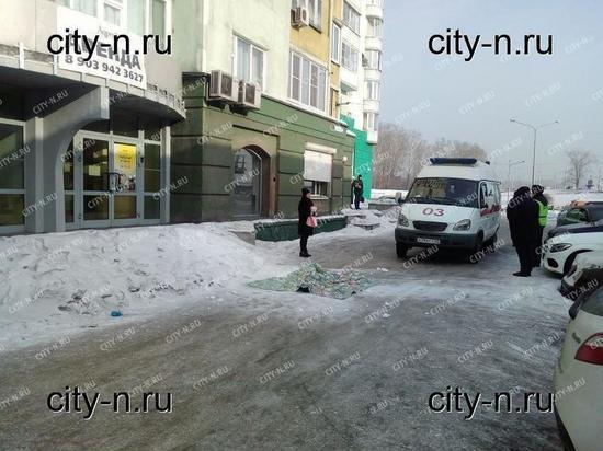 В Новокузнецке выпал из окна голый молодой мужчина