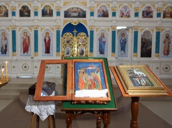 В храме астраханского села Солодники мироточат 18 икон