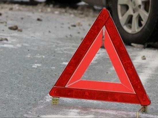 Два водителя не смогли выяснить, кто из них виновник аварии в Твери