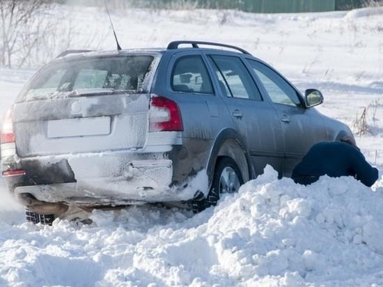 Ульяновские гаишники вытащили из кювета съехавший автомобиль