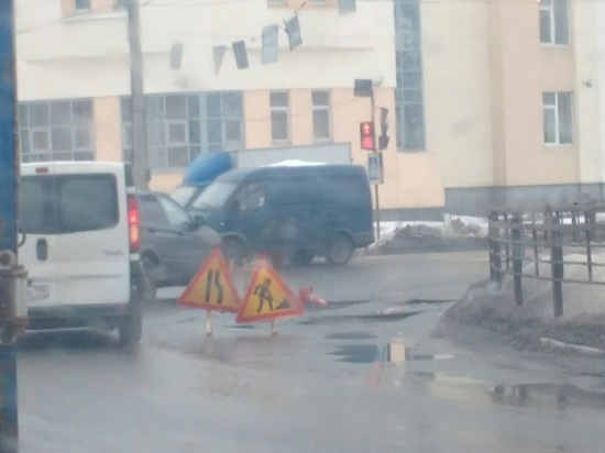 В Твери проводят ямочный ремонт Восточного моста