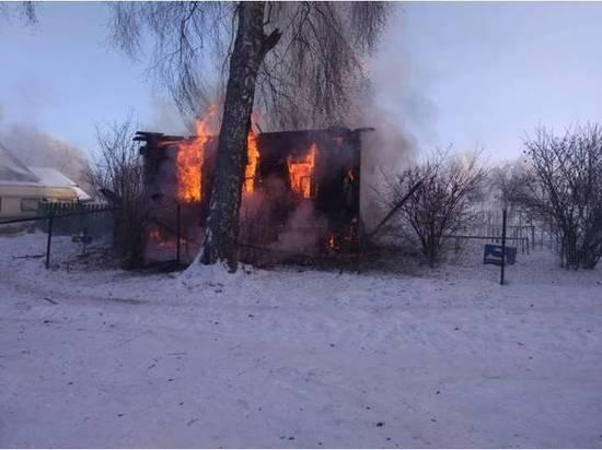 Житель Тверской области обгорел на пожаре в деревенском доме