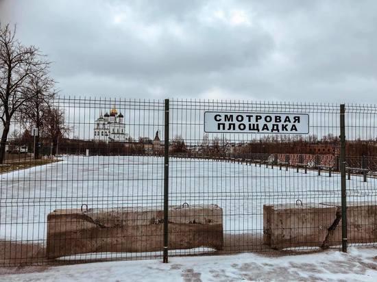 Забор на фоне Псковского кремля: прокуратура «указала», но не наказала