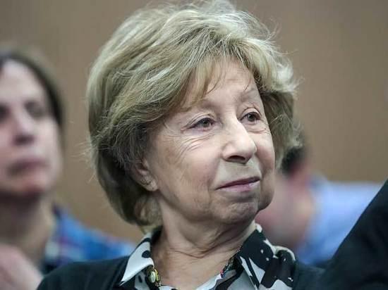 Ахеджакова поддержала обвиняемого в педофилии историка Дмитриева