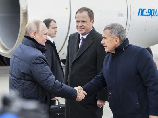 Владимира Путина в аэропорту встретил Рустам Минниханов