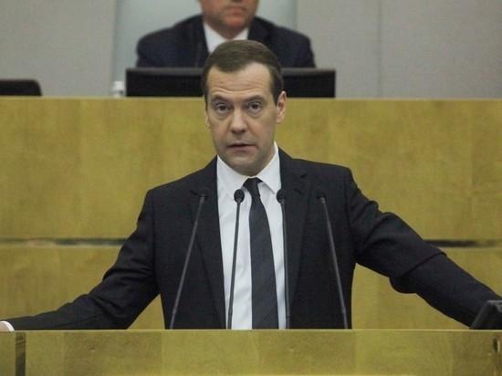 """Медведев попросил Роспотребнадзор """"не отгребать"""" от темы качества"""