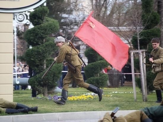 У сквера Жукова реконструировали освобождение Краснодара от фашистов