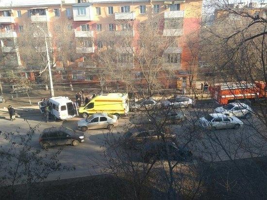 В Астрахани маршрутка с пассажирами врезалась в столб