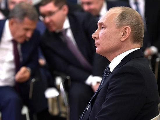 Путин заметил, что глава Татарстана не слушал его выступление