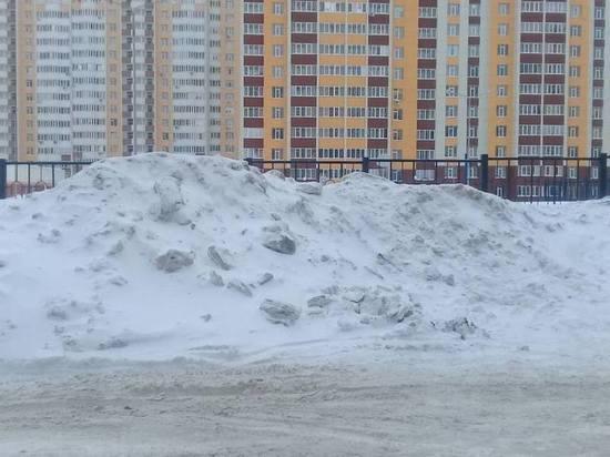 В Оренбурге из-за снега возник конфликт между школой и коммунальщиками
