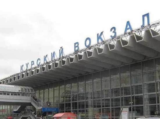 На платформе Курского вокзала нашли мужчину с ножом в груди
