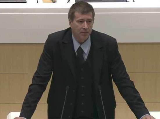 Министр юстиции Коновалов решил заставить родителей содержать студентов-очников