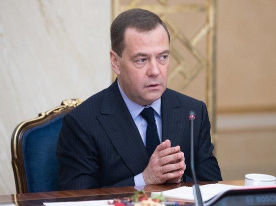 Медведев посчитал излишним количество театров в России