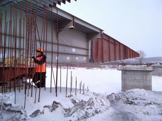 Возле Мариинска начали возводить мост через Кию