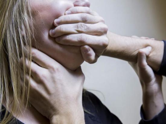 В Чувашии пожилой насильник надругался над девушкой, угрожая выколоть глаза