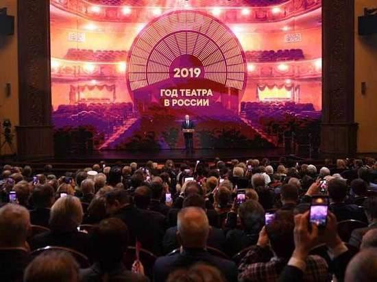 Медведев намекнул на грядущее сокращение театров