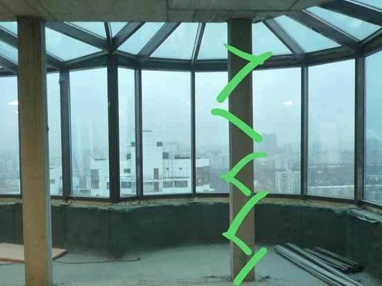 «Дизайнер может сесть»: в пентхаусе снесли несущую колонну ради джакузи
