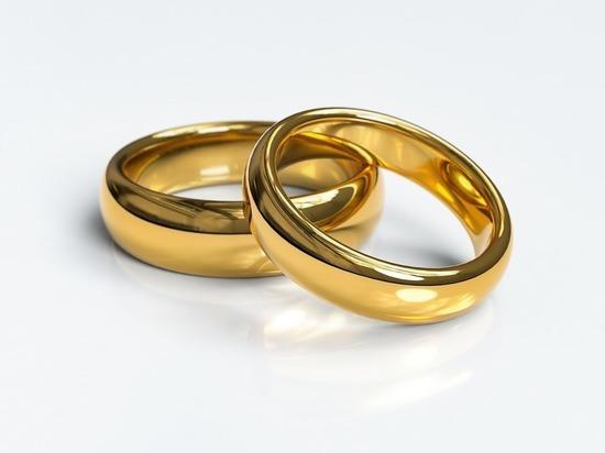 В Британии вошли в моду обручальные кольца за 1 фунт