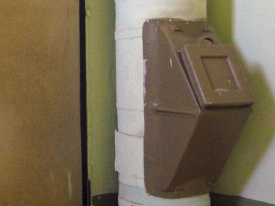 «В мусоропроводе застряли санки»: коммунальщики собрали жалобы жильцов за минувший год