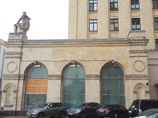 Тайны высотки на Кудринской площади: зеркала исчезают