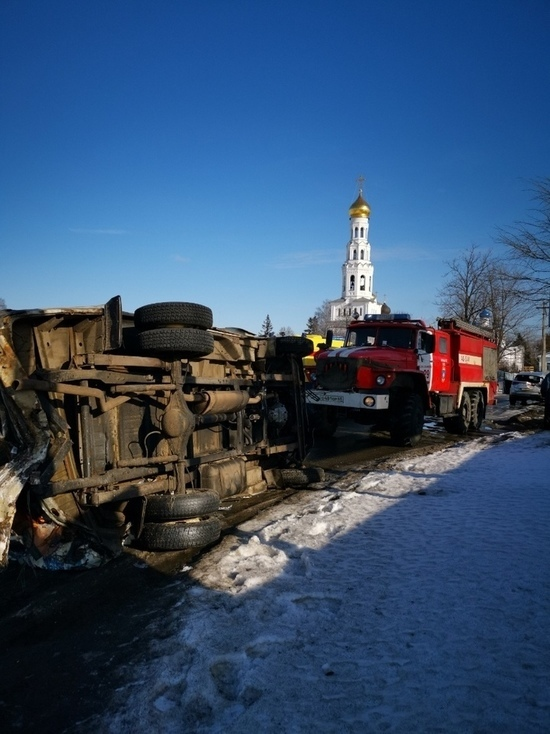 ДТП с цистерной и 8 автомобилями случилось на трассе в Тверской области