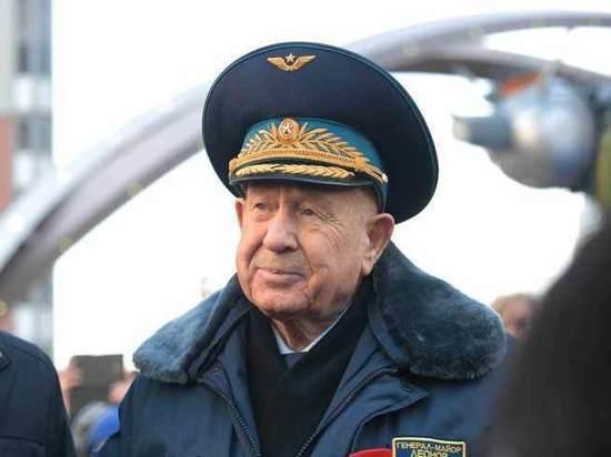Советский космонавт Алексей Леонов, входящий вкомитет Baring Vostok, покинул РФ