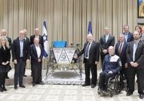 Президенту Израиля представили лунный модуль
