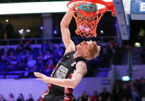 Баскетболист Зайцев доказал: белые тоже умеют прыгать