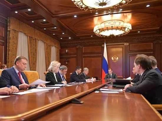 Медведев пригрозил губернаторам из-за «мусорной реформы»