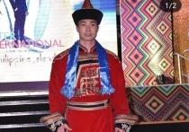 Уроженец Бурятии прошелся в национальном костюме по подиуму на Филиппинах