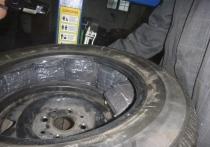 В Советске житель Немана на пути в Литву набил сигаретами колёса авто