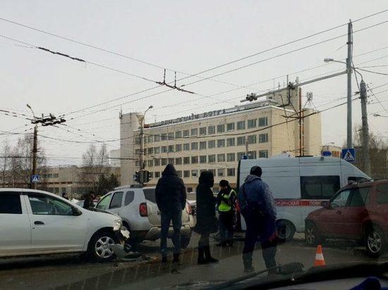 На Московской произошло массовое ДТП с участием скорой
