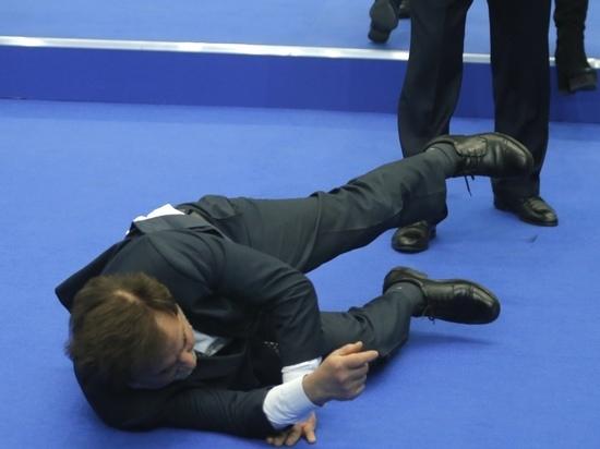 Гость послания Путина свалился на пол в зале