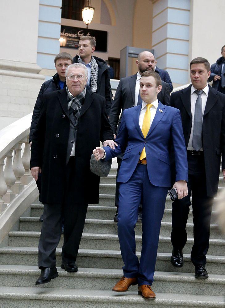 Жириновский со спутником, Михалков с палочкой: ВИПы на послании президента