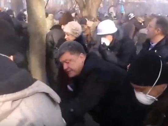 Появилось видео, разоблачающее слова Порошенко о героическом поведении на Майдане