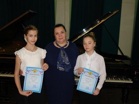 Юные пианистки из Вышневолоцкого района поедут на конкурс в Тверь