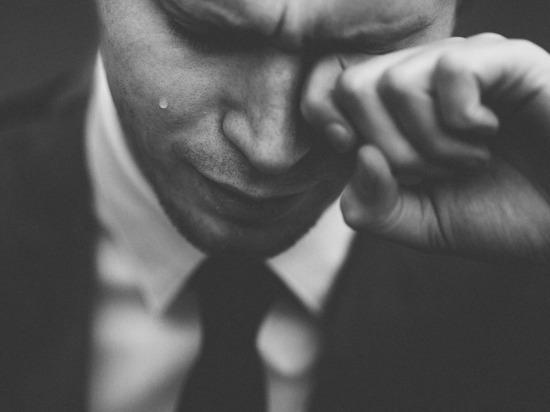 Мужчинам к 23 февраля объяснили, почему не стыдно плакать