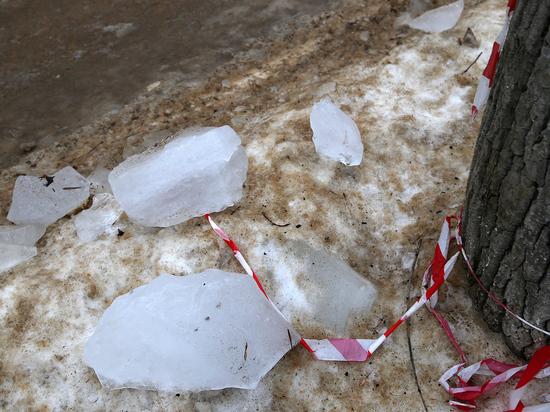 Глыба льда упала на саратовского школьника: прокуратура ищет виновных