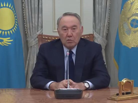 Назарбаев распорядился убрать с купюр и монет надписи на русском языке