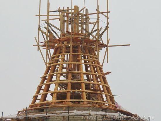 В Пскове завершают работы по реставрации башен и стен Окольного города
