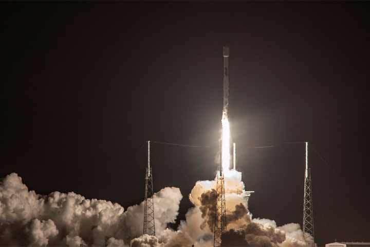 В космос запущен израильский луноход: это первый частный лунный зонд