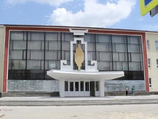 «Лукойл» реконструирует концертный зал и кинотеатр в Калмыкии