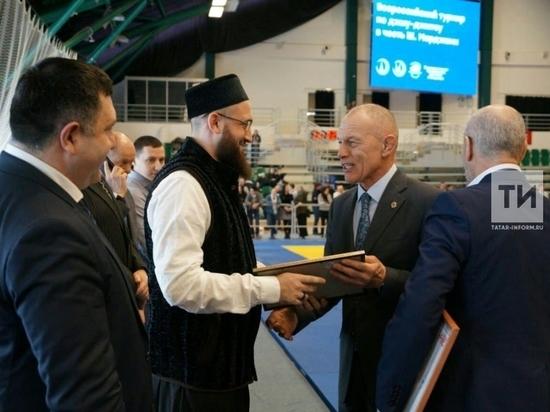 Муфтию Татарстана вручен черный пояс по джиу-джитсу