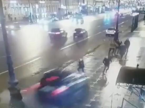Гражданин США и москвичка погибли в ДТП на Невском проспекте