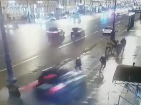 В Сети появилось видео вылета BMW в толпу в Петербурге