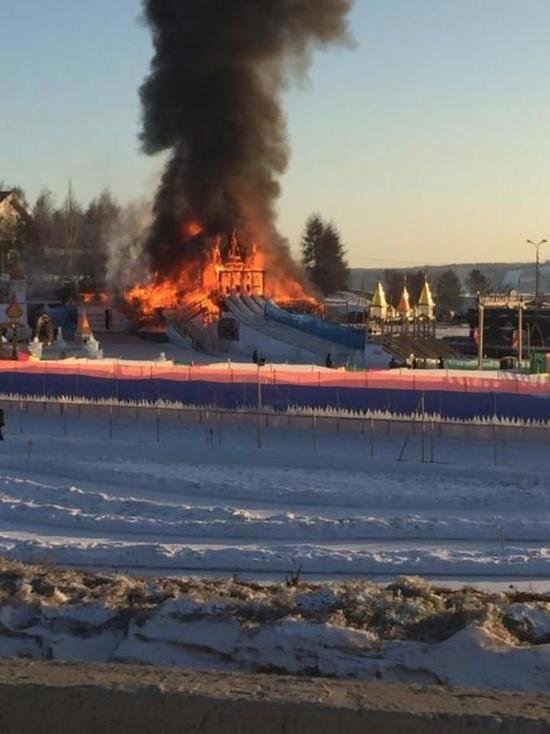 В Иркутске горел ледяной городок «Хрустальная сказка»