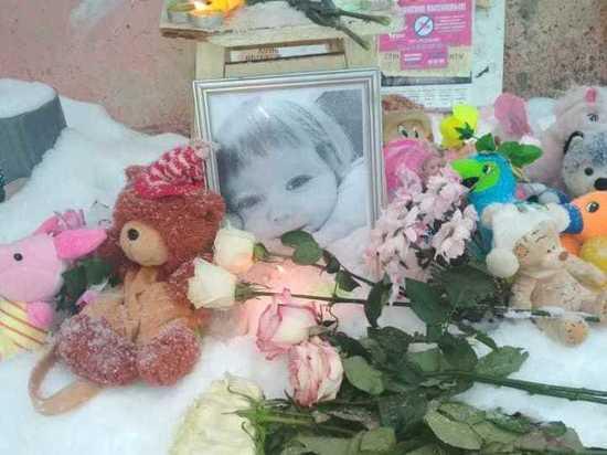 Трехлетняя девочка умерла, когда мать и бабушка не согласовали график