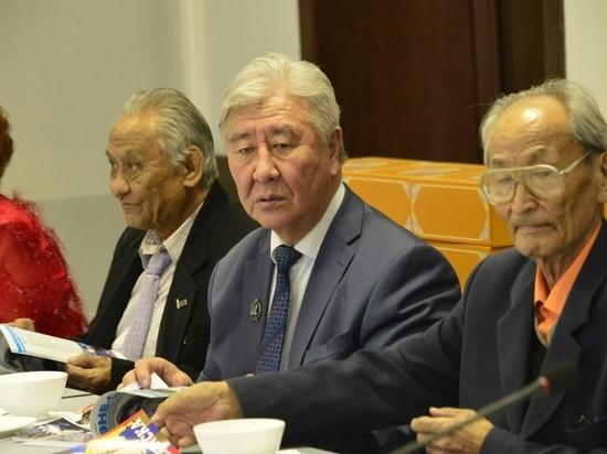 Писатели  договорились с главой Тувы  о ряде мер по сохранению тувинского языка