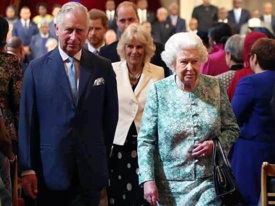 Британская королева Елизавета II решила не отдавать трон принцу Чарльзу