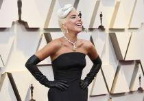 Леди Гага надела на